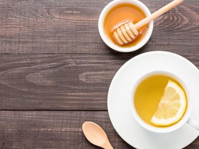 5 reasons to drink hot lemon water