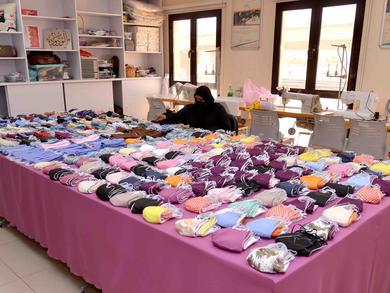 Volunteers in Bahrain make 40,000 face masks